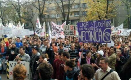 Peste 1000 de studenti din Timisoara si-au strigat drepturile in strada. Cum a decurs protestul