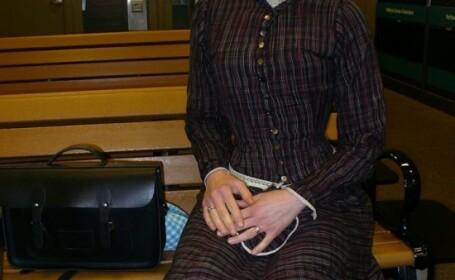Cum arata femeia din SUA care a renuntat la tehnologie si traieste ca in epoca victoriana. FOTO
