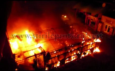 VIDEO! Un fast-food din Complexul Studentesc a fost nimicit de flacari. Focul, pus intentionat