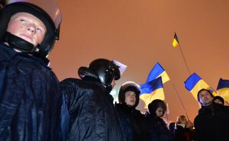 Incidente violente la Kiev intre politie si manifestanti, dupa decizia Ucrainei de a refuza UE