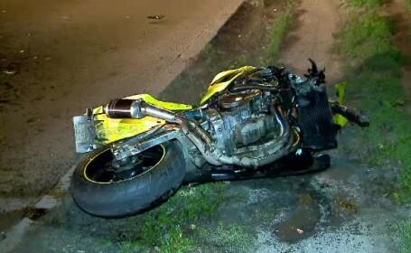 Un motociclist a murit dupa ce s-a izbit de o automacara. Ce spun martorii accidentului