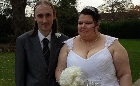 Cea mai geloasa femeie din lume s-a casatorit cu iubitul ei. Testele zilnice prin care barbatul trebuie sa treaca