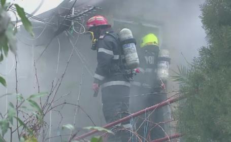 Cinci case din Constanta au fost distruse de un incendiu. Pompierii s-au luptat ore in sir cu flacarile