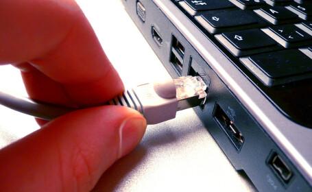 cablu de retea scos din calculator