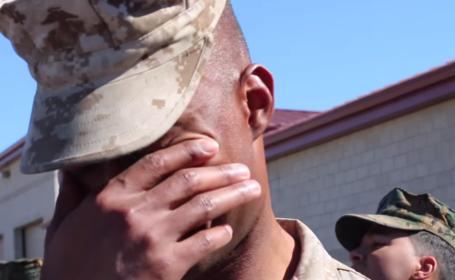 Un soldat a avut parte de cea mai frumoasa surpriza la intoarcerea din Afganistan. Gestul emotionant facut de sotia lui-VIDEO