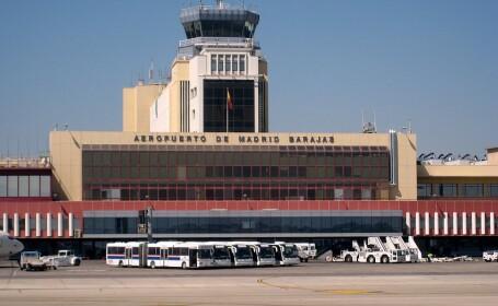 Razboiul bagajelor. Angajati ai aeroportului Barajas din Madrid, \