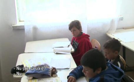 O zi de curs intr-o scoala de tara din Vaslui. Ce s-a intamplat cu profesoara de engleza care avea probleme cu alfabetul