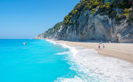 Plaja Egremni, din Lekfada, considerata una dintre cele mai frumoase din lume, a disparut, in urma unui cutremur puternic