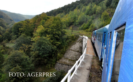 tren pe o linie ferata de munte
