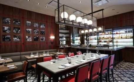 Un restaurant celebru din New York, condamnat sa plateasca despagubiri de 1,3 mil. dolari unui client. Ce a patit barbatul