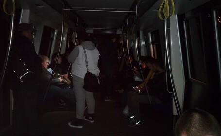 Sute de oameni, blocati in tunel din cauza unei defectiuni tehnice la o garnitura de metrou. Au stat cu spaima pe intuneric