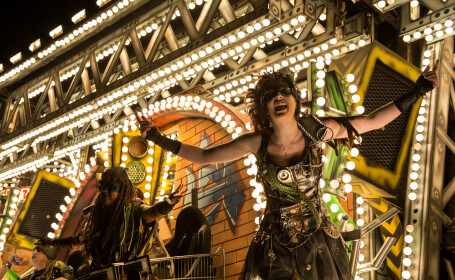 Spectacol de culoare si lumina la Carnavalul \