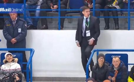 Surpriza in pauza unui meci de hochei, in Rusia. Cum a reusit sa atraga un steward atentia publicului