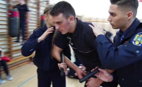 Mannequin Challenge a ajuns si la MAI. Ipostazele in care au fost surprinsi studentii de la Academia de Politie. VIDEO