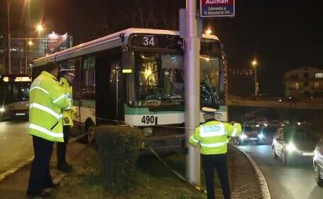 Accident pe o sosea din Cluj. Un autobuz cu pasageri a intrat intr-un stalp