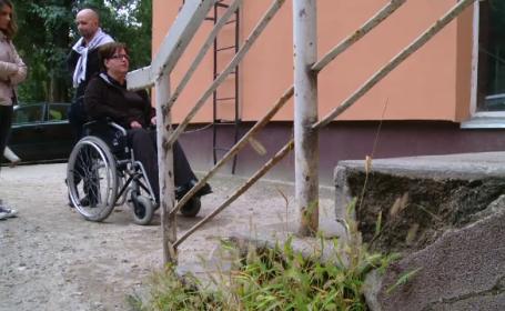 femeie scaun cu rotile