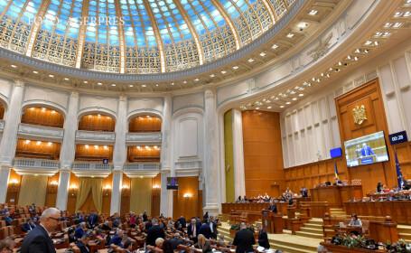 Deputati participa la sedinta in plen a Camerei Deputatilor