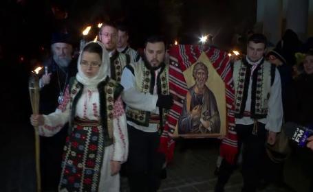 100 de studenti din Galati au participat la Pelerinajul Luminii ce simbolizeaza trecerea Apostolului Andrei prin Romania