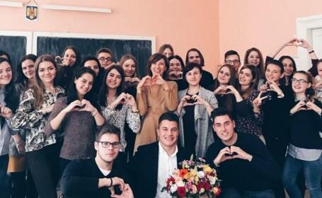 """Carmen Iohannis, surpriză neașteptată din partea elevilor, la 57 de ani. """"Ea ne-a comandat pizza"""""""