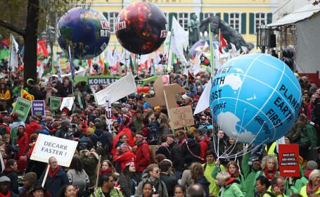 Activiștii de mediu protestează în Bonn