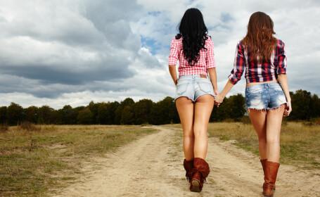 Două adolescente vor să își vândă virginitatea pentru 20.000 de lire sterline. FOTO