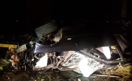 Au murit în drum spre serviciu, după ce mașina lor a plonjat de pe o pasarelă, pe calea ferată