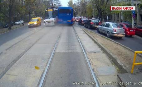Șoferul autocarului Jandarmeriei care a intrat pe linia de tramvai a rămas fără carnet pentru 30 de zile