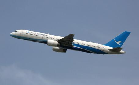 O stewardesă din China a căzut din avion. VIDEO