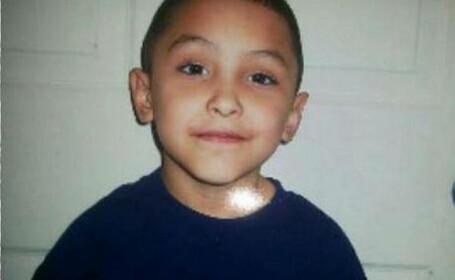 Copil de opt ani, torturat și ucis de iubitul mamei, pe motiv că ar fi fost homosexual
