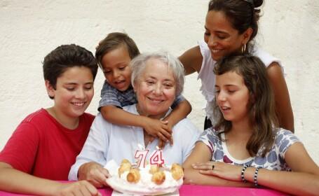 Studiu: Bunicii, dăunători sănătății copiilor. Gesturile care cresc riscul de cancer