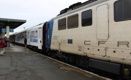 Feroviarii au modernizat pe banii lor un vagon, dar CFR nu l-a putut aduce la timp în gară