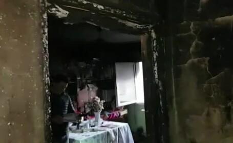 Explozie într-un apartament din Moinești. Două persoane au ajuns la spital