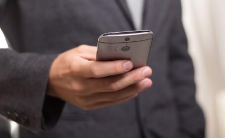 Un operator de telefonie trebuie să elimine din contracte mai multe clauze abuzive