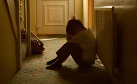 """Mărturia emoționantă a unui tânăr abuzat fizic în copilărie: """"Îmi revine zilnic în minte"""""""