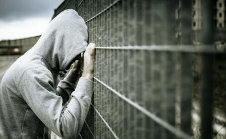 Britanic condamnat la închisoare după ce și-a lăsat iubita alături de un amic