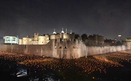 Mii de torțe aprinse în jurul Turnului Londrei în comemorarea încheierii primului Război Mondial
