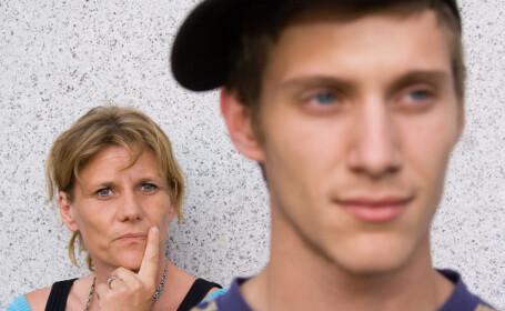 O mamă a fost pusă sub acuzare după ce a întreținut relații sexuale cu fiul ei minor
