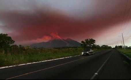 Imagini spectaculoase cu vulcanul Fuego, care a început din nou să erupă. Au început evacuările. VIDEO