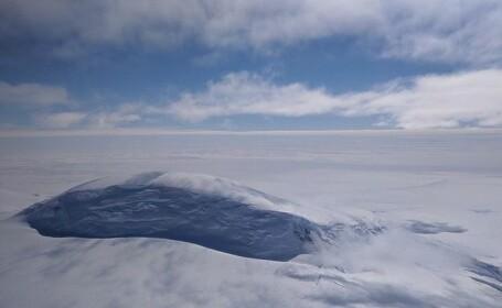 Peisaj magnific, surprins de NASA: Muntele Nickens din Antarctica.