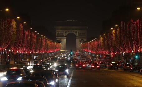 Luminițe de Crăciun pe Champs-Elysees, în Paris
