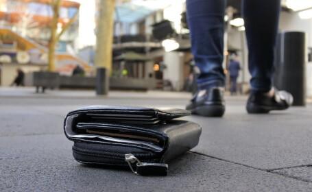 Ce a făcut un bărbat din Craiova după ce a găsit într-o parcare un portofel plin cu bani