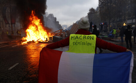 """Vestele galbene"", proteste violente la Paris"