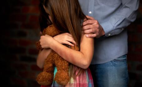 Tânăr de 24 de ani reţinut, după ce a întreţinut relaţii sexuale cu sora lui, de 13 ani. Fata a rămas însărcinată