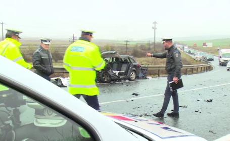 Două persoane au murit, după ce mașina în care se aflau a lovit un camion, în Bihor