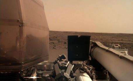 Imagine surprinsă de Sonda InSight de pe Marte