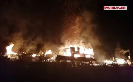 Cum ar fi luat foc cabana în care Adrian Păunescu organiza Cenaclul Flacăra