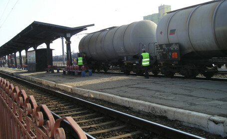 Scurgeri de acid clorhidric dintr-un tren de marfă în Buzău. Traficul feroviar, blocat