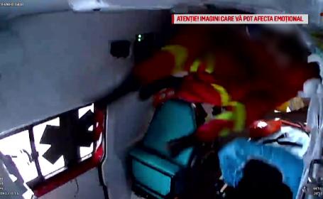 Momentul în care o ambulanță se răstoarnă în Pitești. Înregistrare cu impact emoțional