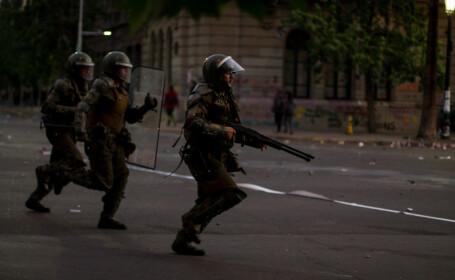 Momentul în care 2 polițiste sunt cuprinse de flăcări, în urma unui atac în Chile