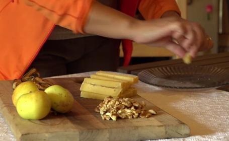 Brânza unică în lume, făcută într-o peşteră din România. Cât costă un gram